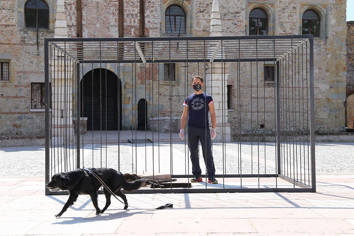 """La protesta dei commercianti di Marostica con l'installazione di Marco Chiurato """"IN SILENZIO"""""""